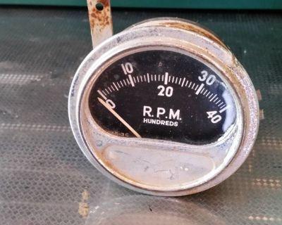 VINTAGE SUN ELECTRIC ENGINE TACHOMETER TACH RC40 4000 RPM