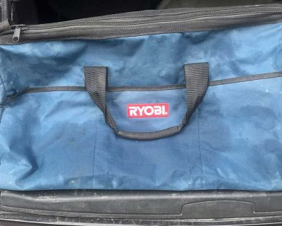 Ryobi tool bag with one older charger & battery