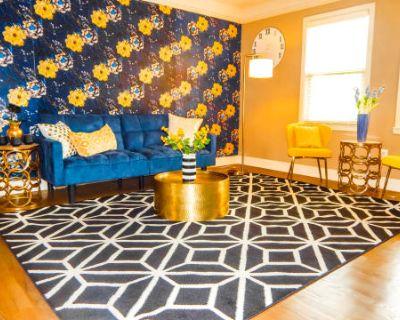 Luxury 2 Bedroom Apartment Near The Plaza And Westport, Kansas City, MO