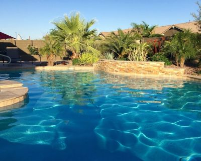 Luxury Home pool/spa, putting green, pool table, misting system - Stratland Shadows