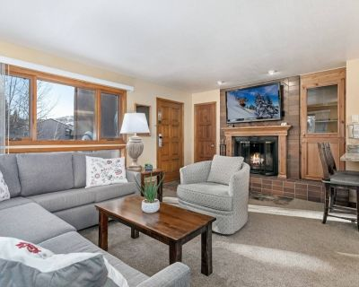 Amazing Value! Great location, complementary shuttle service and parking, pool is open! - West Vail
