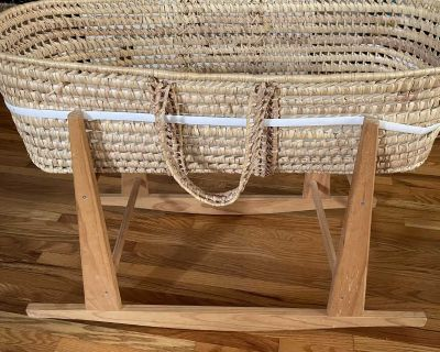 Moses basket bassinet with stand and a mattress