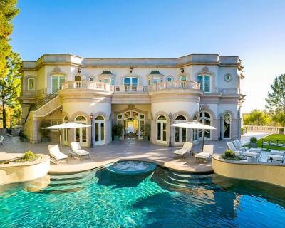 Lavish, European-Style Estate w/ Cascading Pool, Spa & Gardens - Beverly Hills
