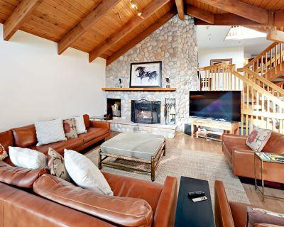 Luxe Getaway w/ Private Hot Tub, Sauna, Billiards, 2 Balconies w/ Valley View - Park City