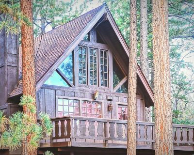Super Cozy 'Chalet Edelweiss' A-Frame Swiss Chalet w/Netflix + Pet friendly - Upper Moonridge
