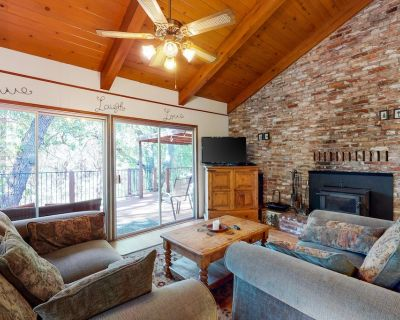 Classic Woodsy Cabin W/ Two Decks, Ping-Pong, Pool Table, & WiFi - Dogs Okay! - Groveland