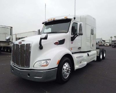 2017 PETERBILT 579 Sleeper Trucks Truck