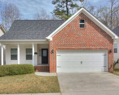 Cozy, modern, and convenient for Master s week - Augusta