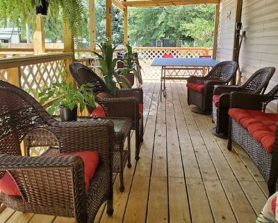 Quiet area close to the beaches and NAS - Escambia County