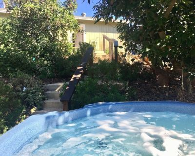 Farm Stay Bungalow And Hot Tub - Rainbow