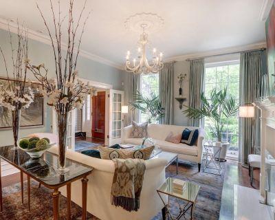 Beautiful Estate Home Facing Monterey Square - Historic Downtown Savannah