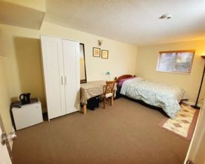 E 21st Ave, Vancouver, BC V5V 1R5 Room