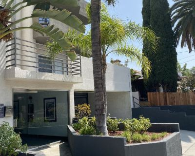 FOR RENT - 1 Bed 1 Bath - Move in 10/1 - Hollywood