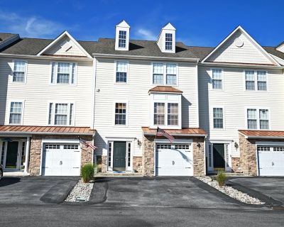 Spacious Townhome - Close to Beach, Shopping and Entertainment - Ocean View