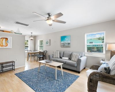 Welcome to 144A Madison Court, a one-bedroom, one bath accommodation that is part of a duplex just a short walk to the Gulf of Mexico - Mid Island