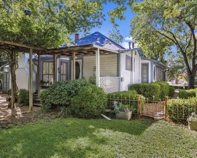 Butterfly Cottage | 2/2 Charming Cottage in Town | Pet Friendly - Fredericksburg