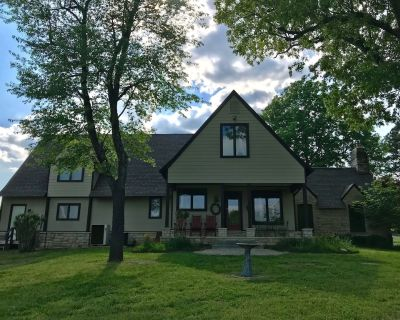 Welcome Families/Groups! Spacious Home with Acreage, Close to Town and Lake! - Mountain Home