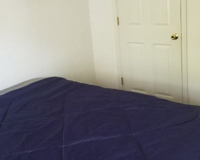 Private room with shared bathroom - Chesapeake , VA 23325