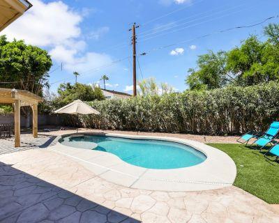 Chic 4 Bdrm Retreat w/ Private Pool & Movie Room! - Park Scottsdale Four
