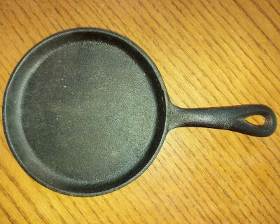 """Vintage small flat 6"""" single portion cast iron skillet / frying pan"""