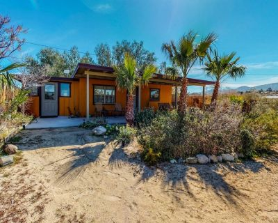 The Bungalow in Downtown Joshua Tree - A Renovated Mid-Century Bungalow - Joshua Tree