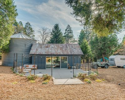 Rustic Barn, Silo, Patio & Outdoor Space in the Forest 90 Minutes from LA, Twin Peaks, CA