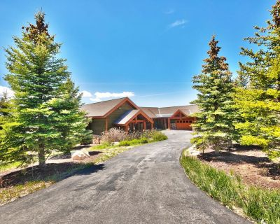 One Bedroom Guest Suite. King Bed, Two full baths - Park City