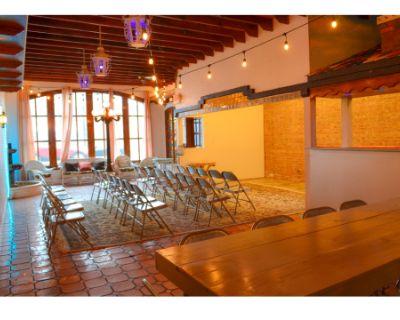 Rustic patio atmosphere w/brick wall, bar & free parking, Berwyn, IL