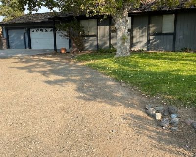 Beautiful home on 1 acre for rent