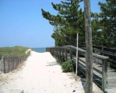 1537 W Ocean View Ave #5, Norfolk, VA 23503 2 Bedroom Condo