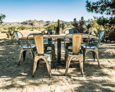 Casa Mara: End of the Road Desert Retreat, 5 Minute Drive from Joshua Tree Saloo - Joshua Tree
