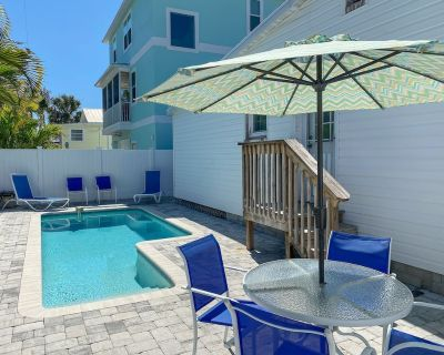 New to Market - Dog Friendly, Heated Pool, Short Walk to Beach, Restaurants and Entertainment! - Fort Myers Beach