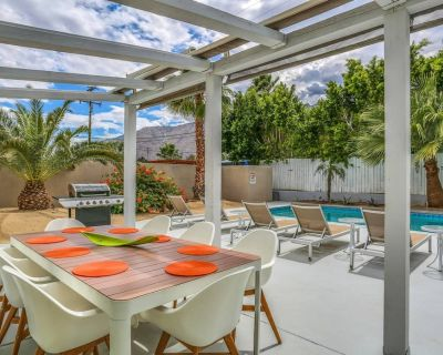 Stylish dog-friendly home w/ mountain views, private outdoor pool, & gas grill! - Racquet Club Estates