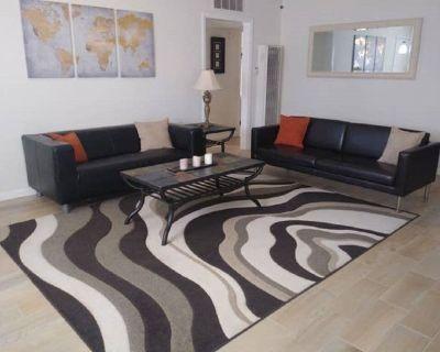 Elegant Three Bedroom Duplex Sleeps Six - Desert Hot Springs