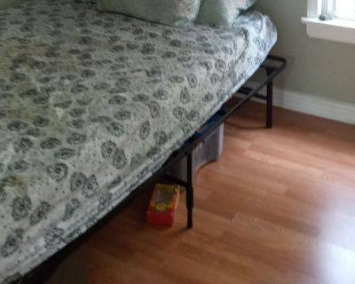 Private room with shared bathroom - Brookfield , IL 60513