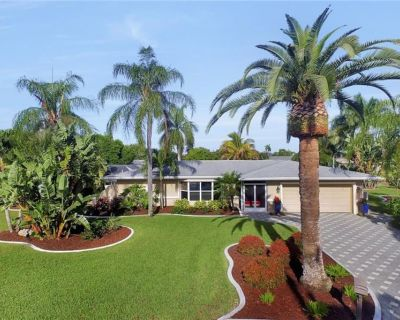 Waterfront Home in Yacht Club with Close Gulf Access, Boat Dock, Heated Pool - Yacht Club