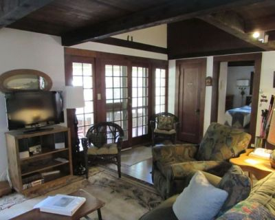 Charming, historic, Creekside Cabin nestled at the base of Pikes Peak in Cascade - El Paso County