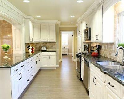 Fabulous 6 bedroom (3 master suites), 4 bath pool w/Jacuzzi home - Orange