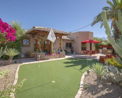 New! Scottsdale home w/private patio +putting green. This extraordinary house offersthe quintessential Scottsdale experience for a group of 6. Look forward to nights out in Old Town, less than 2 miles away and convenient access to all Phoenix/Scottsdal... - Hy-view