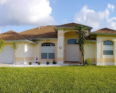 Very Large Pool and Spacious Lanai, Southern Exposure, Lots of Privacy - Cape Coral
