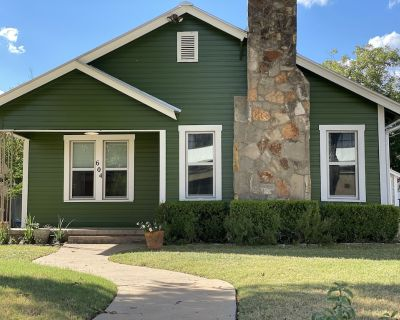 Tivy Cottage, A Dwell Well property. Hot Tub, fire pit, outdoor shower - Kerrville