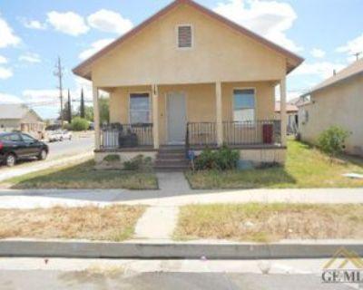 201 Lucard St #1, Taft, CA 93268 3 Bedroom Apartment