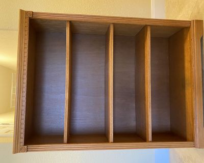Bookcase with 3 adjustable shelves