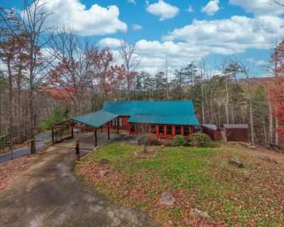 Dancing Bears Lodge: Hot Tub, Game Room, Close To Area Attraction, Restaurants, and Shopping! - Pigeon Forge