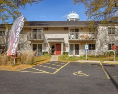 4113 West Lillian Street #H, McHenry, IL 60050 3 Bedroom Apartment