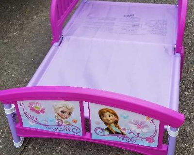 Toddler girls bed comes with mattress