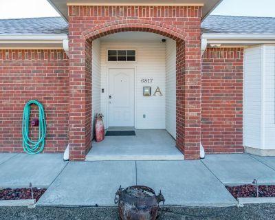 3 Bed 2 Bath 2 Car Garage Fully Furnished In Convenient Location - Amarillo