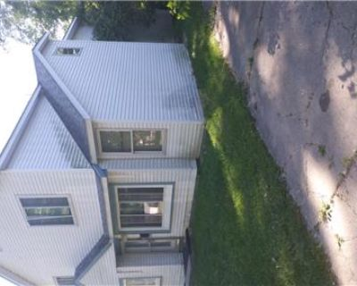Newly remodeled 6 bedrooms 2 bathrooms