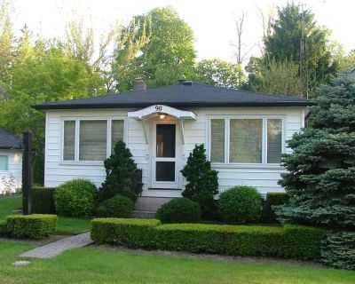 Charming Cottage in Fabulous Location in Niagara on the Lake - Old Town Historic District