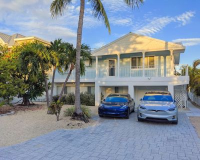 Beautiful 2/2 Waterfront Designer Home for Your Family Getaway - Little Torch Key